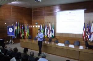 O conselheiro Paulo Curi Neto na saudação aos palestrantes e aos participantes do evento realizado nesta terça-feira