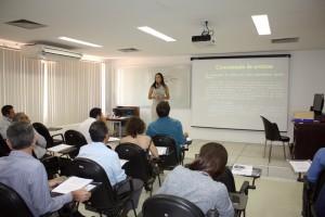 Evelyn Carvalho foi a instrutora da capacitação nessa terça-feira