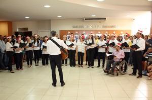 O coral Cantos de Rondônia encantou os presentes ao interpretar duas canções natalinas
