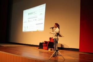 A secretária de Gestão de Pessoas do TCE-RO, Camila Cristóvam, apresentou o novo site da unidade