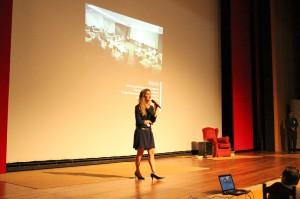 A gerente Juliana Azeredo fez uma breve explanação sobre os trabalhos desenvolvidos pela FDC