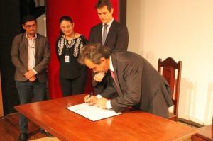 A assinatura do contrato de consultoria entre o TCE e a Fundação Dom Cabral
