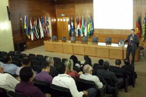 O professor Mário Woortmann abordou a pesquisa de clima organizacional, que será feita a partir da próxima segunda-feira (4)