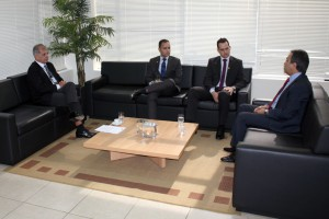 Os técnicos da SPPS/MF durante o encontro com o conselheiro presidente Edilson de Sousa e o secretário geral José Luiz