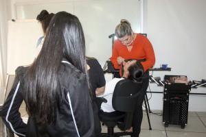 Uma oficina de maquiagem também foi realizada na programação do TCE pelo Dia da Mulher