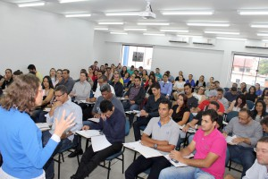 Oficina de licitações e contratos com a instrutora Cleice Bernardo