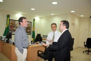 Jacoby com os conselheiros José Euler e Edilson de Sousa