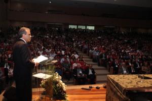 O conselheiro presidente Edilson de Sousa em seu pronunciamento na abertura do evento