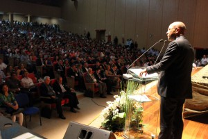 O conselheiro Wilber Coimbra, presidente da Escon, organizadora do Fórum, em seu pronunciamento