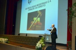 O professor Paulo Márcio Cruz expôs conceitos de sustentabilidade a partir da ideia de redefinição da força do Poder Judiciário