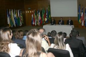 A mesa de trabalhos contou com o conselheiro presidente Edilson de Sousa e os secretários José Luiz (SGCE) e Camila Cristóvam (Segesp)
