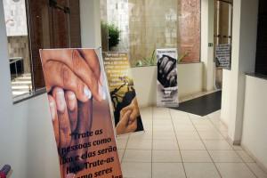 O projeto ainda conta com mensagens alusivas à temática expostos em painéis