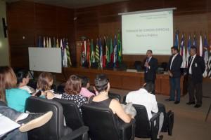 Na abertura do curso, o diretor geral da Escola Superior de Contas, Raimundo Oliveira, fez a apresentação dos instrutores