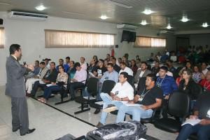 O conselheiro-substituto Omar Pires Dias ministrou palestra aos participantes do seminário em Ouro Preto do Oeste
