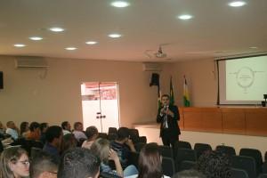 O instrutor Luciano Reis ministra o curso para os jurisdicionados do Cone Sul