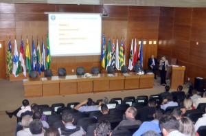 A assessora da Ouvidoria/TCE-RO, Ana Lúcia, explicou aspectos relativos à atuação da unidade