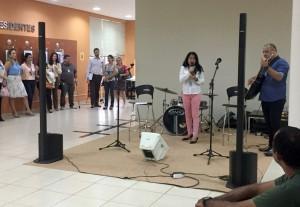 Rômina e Cristian na apresentação musical pela Semana do Servidor