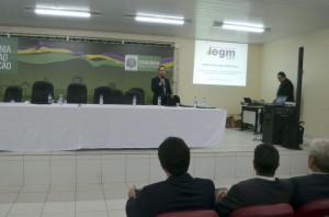 O auditor de controle externo Demetrius Levino apresentou os resultados do IEGM em Rondônia aos participantes do Encontro Técnico do Profaz em Ji-Paraná