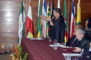 A procuradora Yvonete Fontinelle em seu juramento de posse como procuradora-geral de Contas