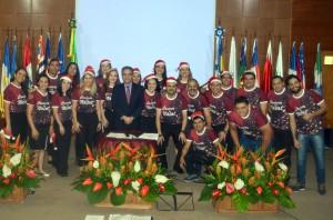 O coral Cantos de Rondônia executou diversas canções no auditório do TCE