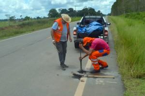 Ao final, ocorre a recomposição do asfalto, com preenchimento do pequeno furo feito para a retirada da amostra
