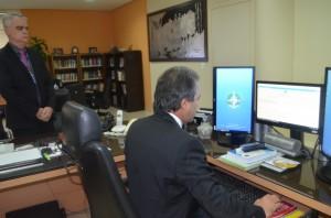 O conselheiro presidente Edilson de Sousa assinou o termo de convênio pelo próprio sistema SEI
