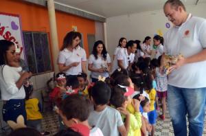 """No Projeto """"Páscoa Solidária MPC"""", os servidores confeccionaram lembrancinhas de páscoa e entregaram para as crianças"""