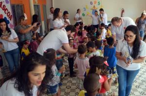 Foi realizada uma corrente do bem para a entrega dos brindes de páscoa na Escola Primeiros Passos