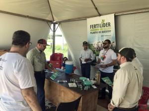 Equipe de divulgação do Opine aí em ação na Rondônia Rural Show