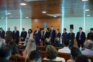 O conselheiro presidente Edilson de Sousa e o procurador do MPC, Adilson Moreira, compuseram a comissão de autoridades durante a solenidade de posse