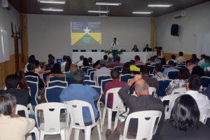 Coordenador-geral do Profaz, o conselheiro Benedito Alves falou aos vereadores e servidores de Câmaras sobre o programa