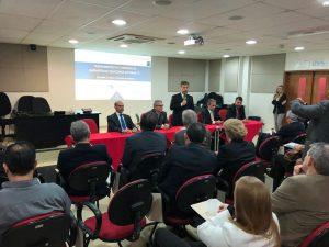 O conselheiro presidente do TCE-RO, Edilson de Sousa, na mesa de autoridades que abriu a etapa de treinamentos do MMD-TC