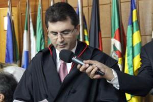 O procurador-geral Adilson Moreira no juramento de posse